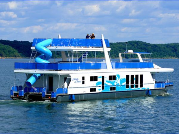 A week. Some friends. A boat. Some sunscreen. Count me in! Lake Cumberland, Kentucky, USA.