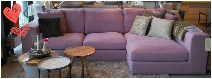 ons favorietje  !!. #bank #pink #purple #paars #roze #meubelsenmeer #mijdrecht #internet #online #shop #interieurwinkel #interiorstore #meubelwinkel #loveit #bijzettafeltje #cushions #carpet