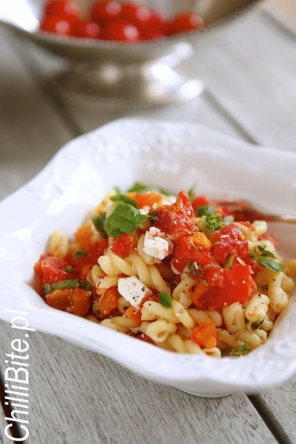 Szybki makaron ze świeżymi pomidorami