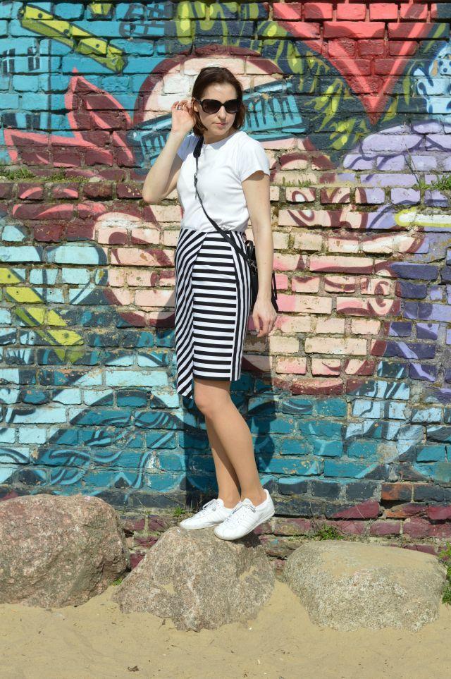 Fashion inspiration stripes: me-made striped Grande Arche Skirt wrap skirt Sewionista patterns, pink Zara bomber jacket, white T-shirt, black bag, white Adidas Gazelle Sneakers ... Sewionista.com ... Sewing ... Slow Fashion ... DIY ... Blog