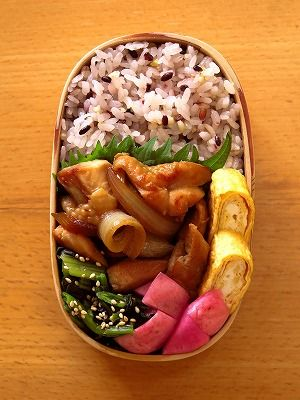 鶏もも生姜焼き Ginger flavor firing of the chicken Japanese bento