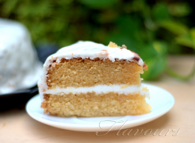 Vanilla Cake with Royal Icing