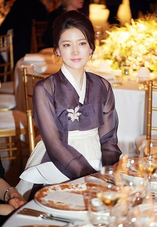 Lee Young Ae wows in hanbok once again ~ Netizen Buzz