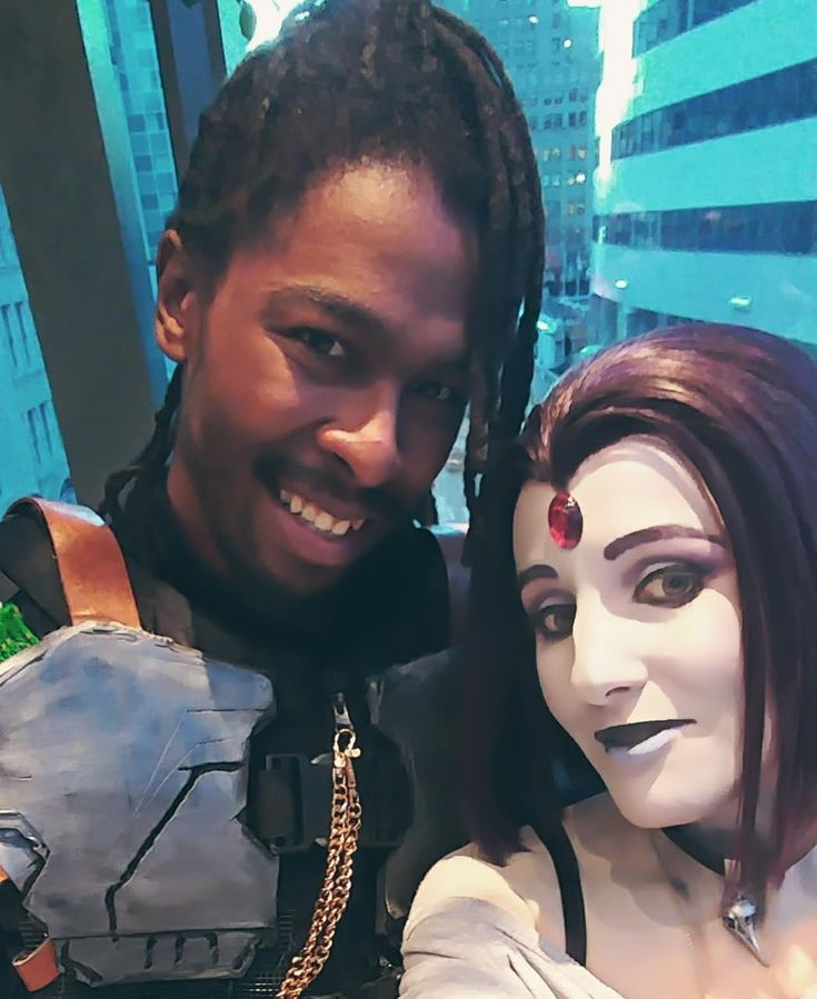 Selfie goals achieved for #eccc2018  Finally got to meet the badass/precious human that is @game2hype  His Killmonger looked even more rad in person!  Hope you had an amazing con dude!!!  Raven design by @_picolo  Wig is a Virgina by @ardawigs  #eccc #emeraldcitycomiccon #emeraldcitycomicon #killmonger #erikkillmonger #blackpanthercosplay #blackpanthermovie #teentitans #teentitanscosplay #raventeentitans #ravencosplay #dccomicscosplay #cosplayselfie #cosplayersofinstagram #cosplayersofig…