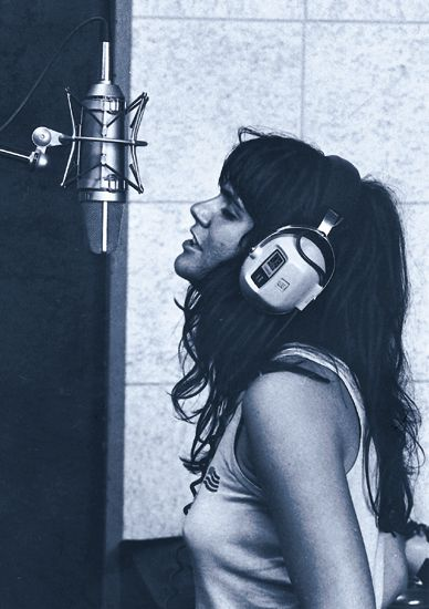 Linda Ronstadt recording at Muscle Shoals Studio, 1970