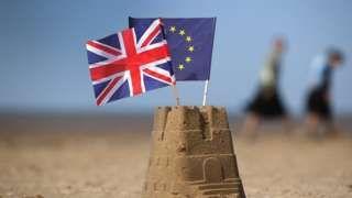 Image copyright                  Getty Images Image caption                                      Quedarse o irse, esa es la cuestión.                                Una pregunta que muchos pensaban nunca tendrían la posibilidad de responder les fue planteada a los británicos este 23 de junio: ¿debe Reino Unido seguir siendo parte o no de la Unión Europea (UE)? Y la mayoría votó a favor de abandonar la UE. Tras un dramático conteo, est