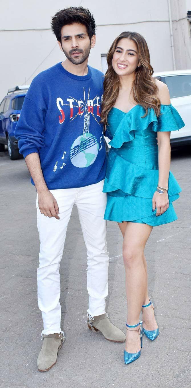Pin By Aarav Sharma 2 Pansy On My Saves In 2021 Sara Ali Khan Outfits Khan