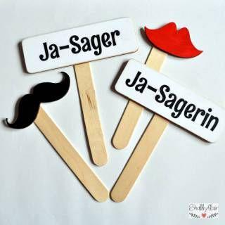 shabbyflair Photo Booth Set Ja-Sager / Ja-Sagerin besteht aus vier robusten Holzschildern mit Holzstielen 1 x Schild Ja-Sager (ca 13 x4,2 cm)1