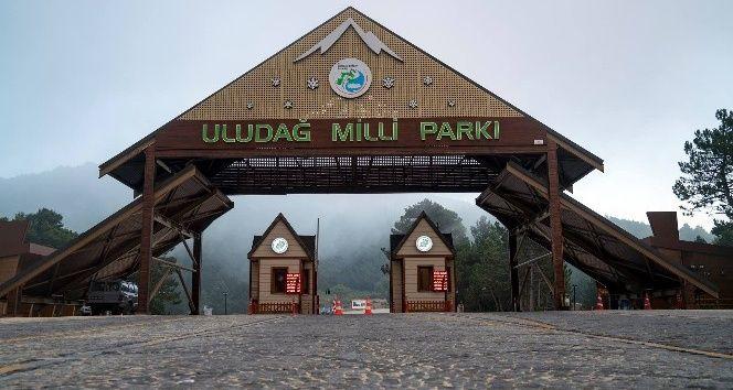 Doğa ve kış turizminin önemli merkezlerinden olan Uludağ Milli Parklar girişi Ramazan Bayramı'nda ziyaretçilerine ücretsiz olacak. Doğa Koruma ve Milli Parklar 2. Bölge Müdürlüğünden yapılan açıklamada, 25-26-27 Haziran tarihlerinde girişlerin ücretsiz olacağı duyuruldu.   #bursa #milli park #uludağ