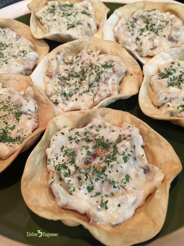 Riquísimas Tartaletas Rellenas de Pollo, elaboradas con obleas para empandillas, y con champiñones y bechamel.