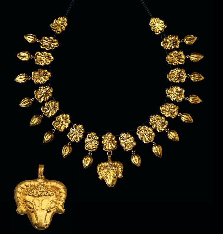 Greek gold necklace, 4th century B.C.