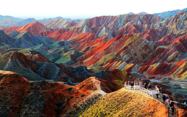 20 lugares com imagens simplesmente inacreditáveis: Buckets Lists, Zhangi Danxia, Color, Beautiful Places, Rocks Formations, Amazing Places, Geology Parks, Danxia Landform, Rainbows Mountain