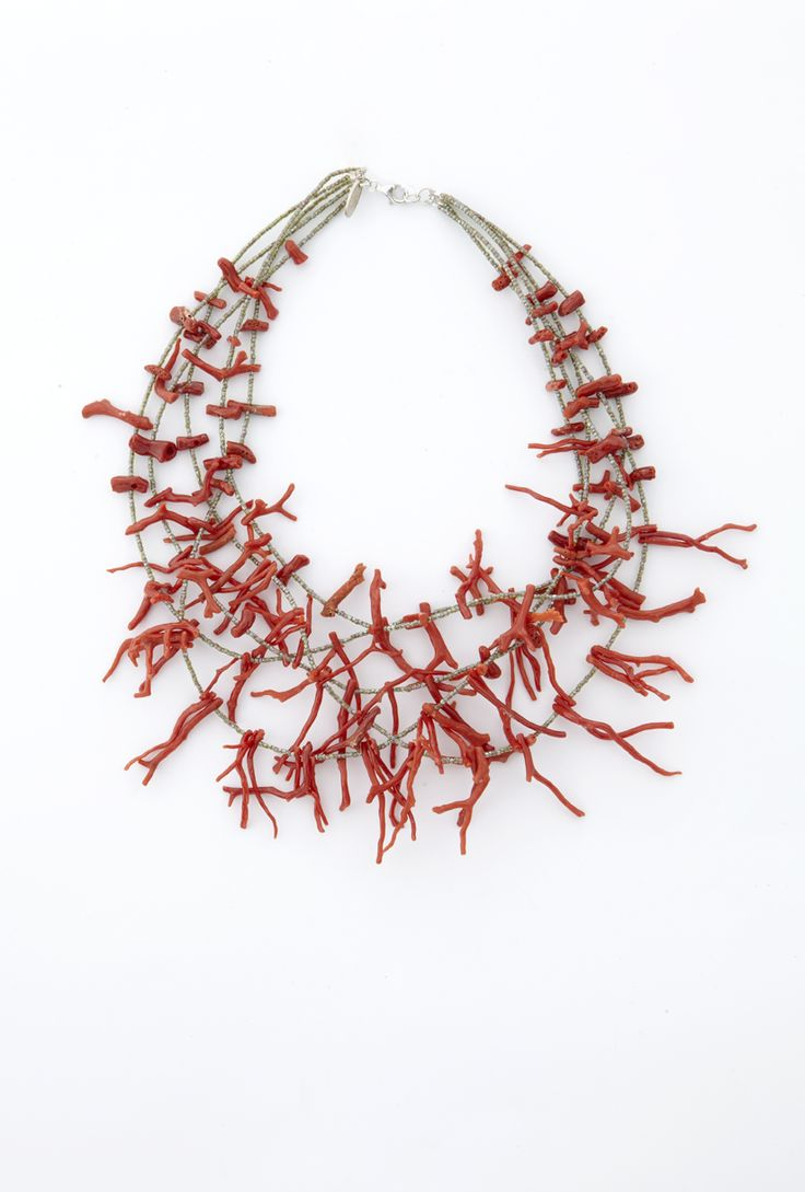 Necklace with corals