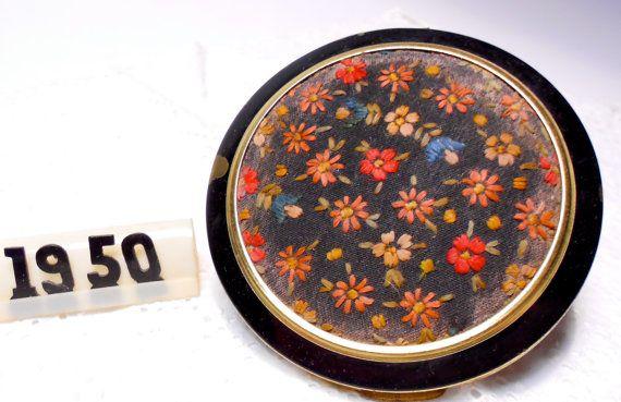 vintage romanticO  portacipria di metallo 1950 con di danycoty, $22.00