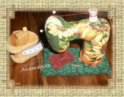 sew a little stuffed sewing machine (check Google for translation apps)
