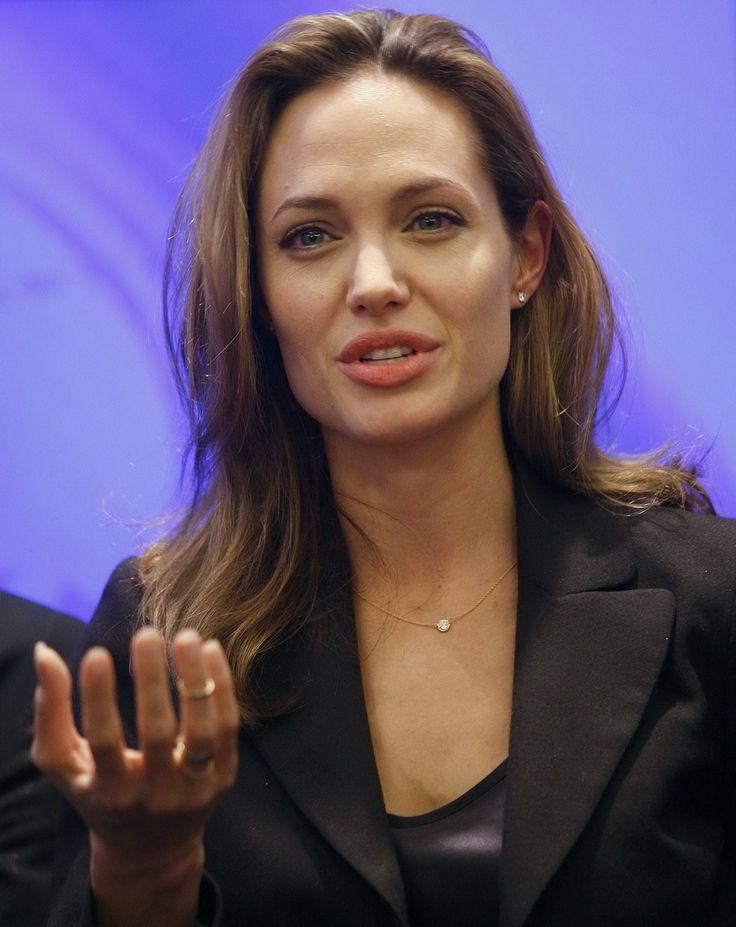 Angelina Jolie - Clinton Global Initiative Event - Photo 09