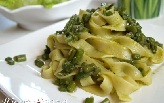 Tagliatelle agli asparagi, senza panna e latticini