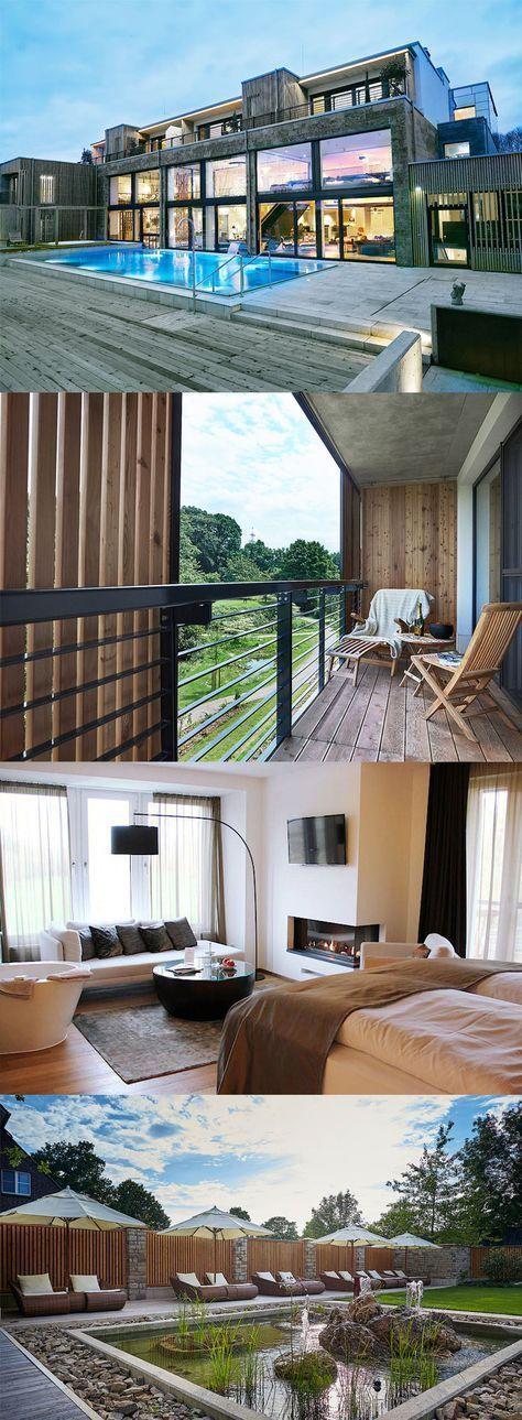 Ein wunderschönes Hotel zwischen Niederrhein und Hochkultur. Das Landhotel Voshövel ist anders. Und das schon seit 1872, denn damals wurde der Familienbetrieb eröffnet. Heute ist das Landhotel ein mehrfach ausgezeichnetes 4-Sterne-superior-Hotel – und das in vierter Generation. Wellness | Landhotel | ab 79 EUR – Katja Geyer