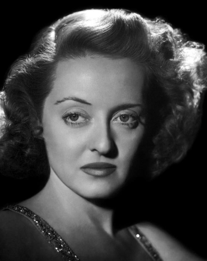 Nunca hice amistad con actrices, por lo general me aburren hasta las lagrimas.    Bette Davis