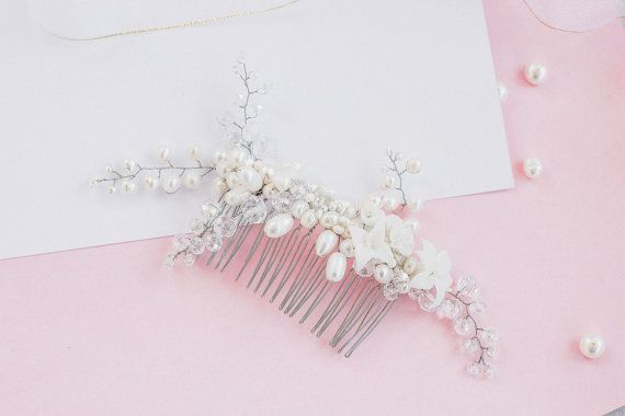 He encontrado este interesante anuncio de Etsy en https://www.etsy.com/es/listing/255200053/pearl-bridal-hair-comb-bridal-comb