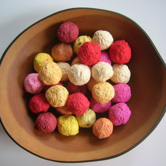 Plantable paper Seed Bombs - seeded balls of handmade paper in warm colors with flower seeds - Ecofriendly wedding favors - Garden wedding