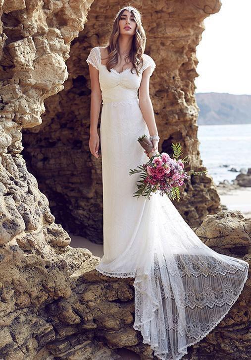 Romantische Bohemian trouwjurk van kant met mooi sleepje