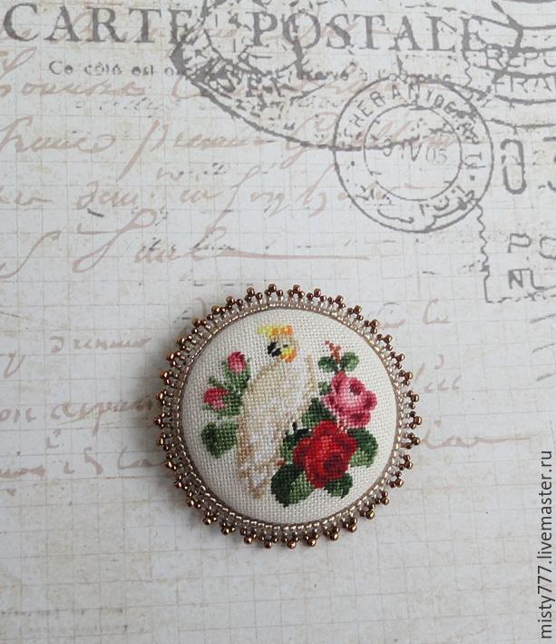 Купить Попугай и розы - комбинированный, попугай, розы, старинная схема вышивки, вышитая брошь