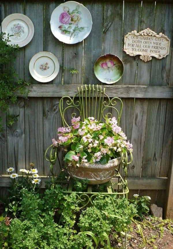 12 Garden Fence Decoration Ideas