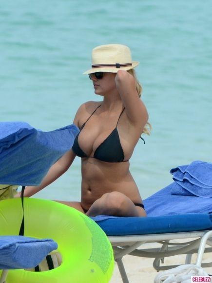 Bikini-Clad Co-Stars Cameron Diaz, Kate Upton and Leslie Mann Bond in the Bahamas