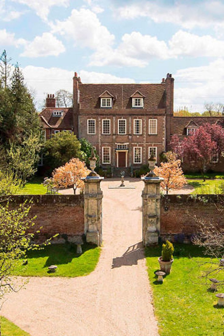 The Dowager Countess' Estate from Downton Abbey Is Up for Sale - Look Inside! Whaaaaat?!! I want it!!!!