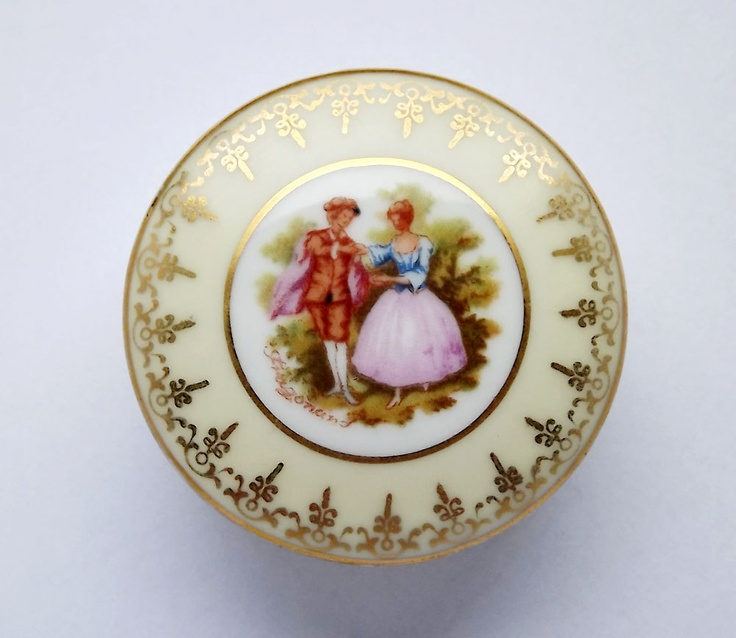 Vintage Limoges pill box with decoration by Fragonnard