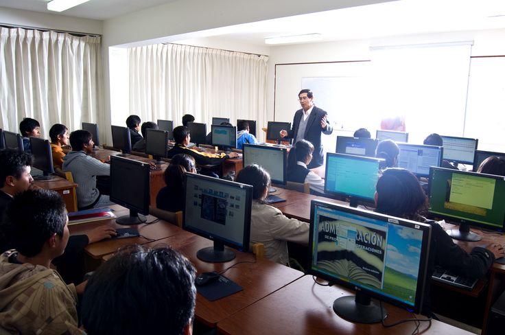 Escuela Profesional de Administración de la Universidad Nacional del Altiplano Puno. Foto: Octubre del 2014.