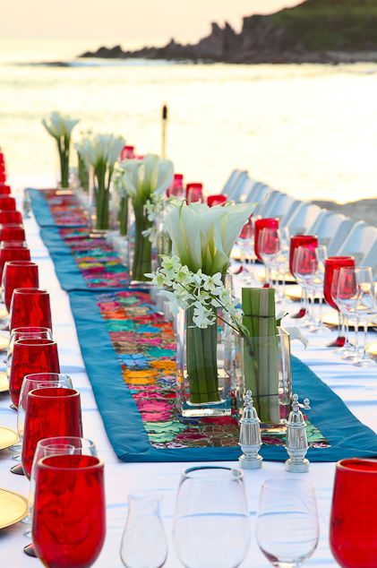 Vibrant and colorful #Tablescapes