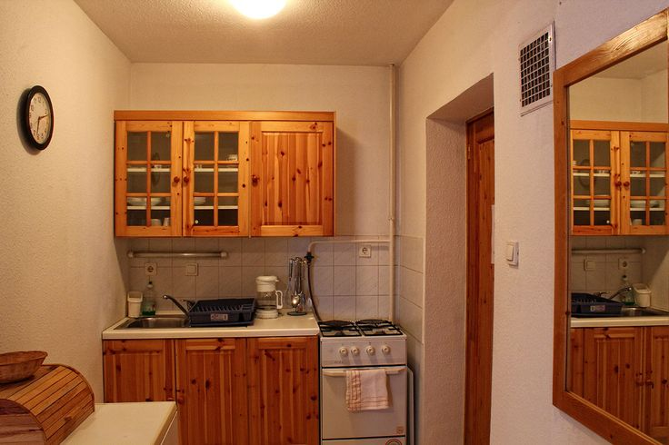 Apartmanunk felszerelt konyhája / fully equipped kitchen of our apartment