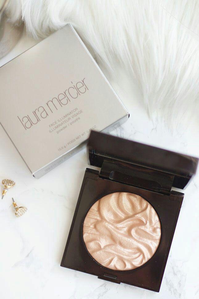 Glowing with Laura Mercier face illuminator. #makeup #beauty #highlighter #illuminator #strobing #fabfashionfix #lauramercier