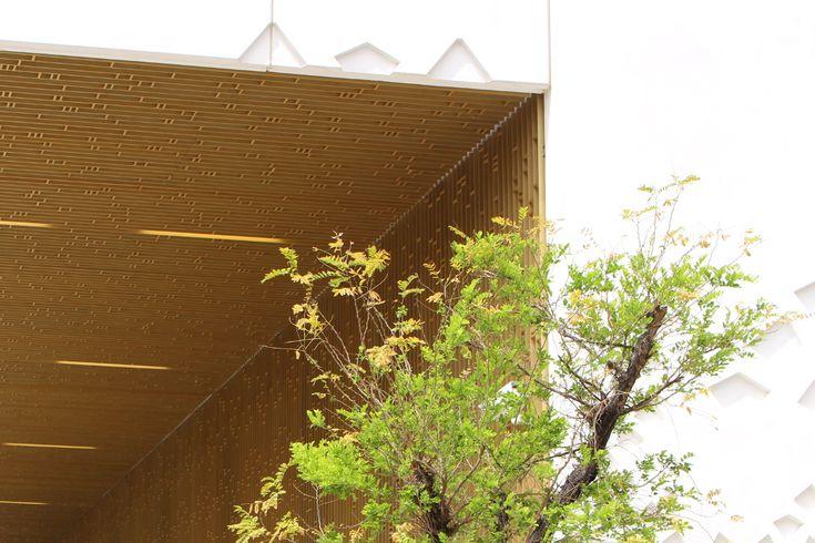 Celosía Dorada de Aluminio para la Ciudad de la Justicia de Córdoba. Mecanoo Architects