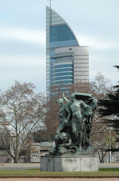Torre de las Telecomunicaciones, vista desde el Palacio Legislativo. Montevideo