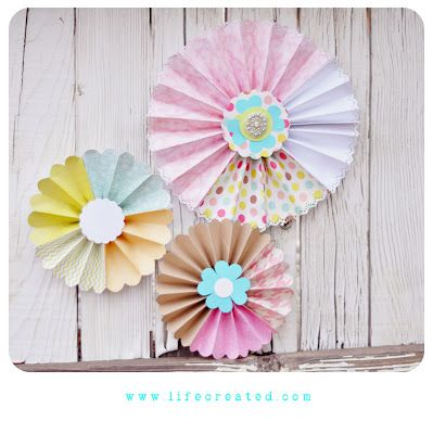 paper medallions made of various papers...super easy to make: Crafts Ideas, Medallions Tutorials, Diy Heavens, Flower Crafts, Quick Paper, Crafty Crafts, Paper Medallions, Paper Crafts, Parties Ideas Misc