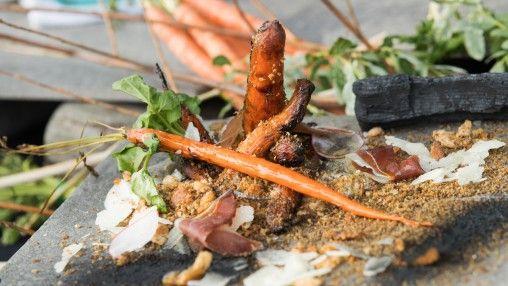 Tataki de marlin bleu, chimichurri de capucines, purée de gourganes, labneh épicé, réduction de carotte au piment d'Alep, amandes fraîches | Zeste