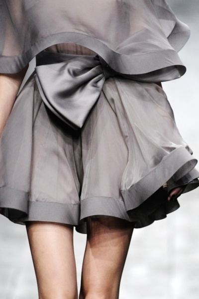 floating platinum greyBanquet Dresses, Valentino, Style, Colors, Big Bows, Grey Dresses, High Waist Shorts, Couture Fashion, Haute Couture