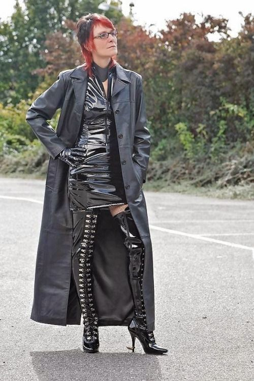 Pin auf women in leather