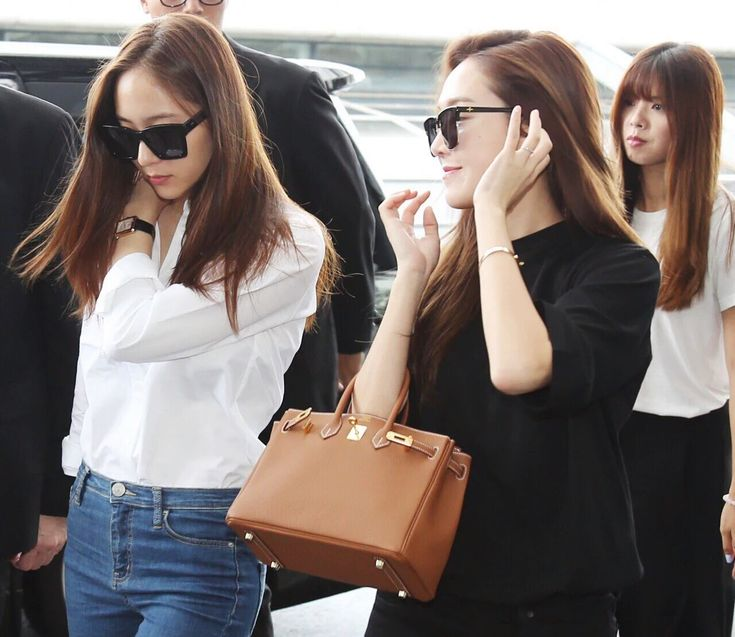 Jessica Jung & Krystal Jung at Hong Kong Airport.