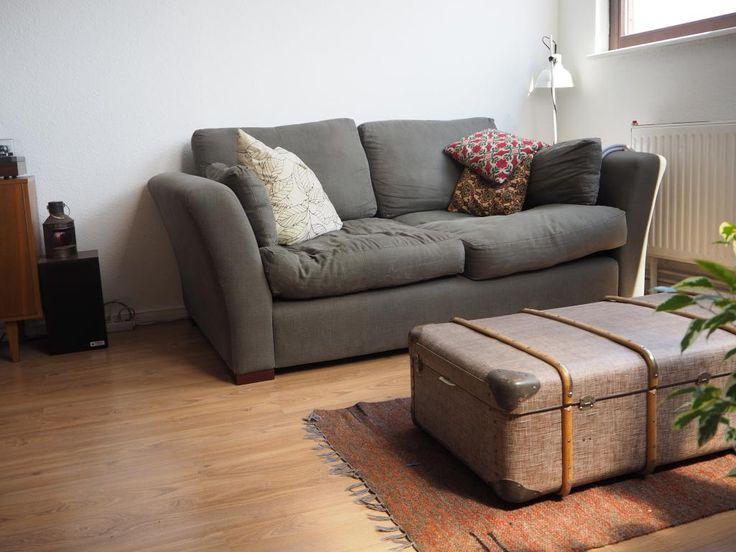 Gemtliches Wohnzimmer Mit Grossem Koffer Als Tisch Gemeinsamwohnen Berlin