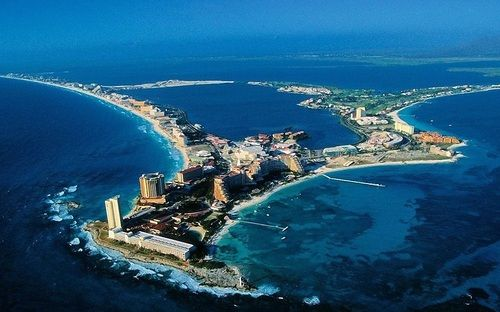 Enjoy the Sun and Beach at the Cancun Island in Mexico