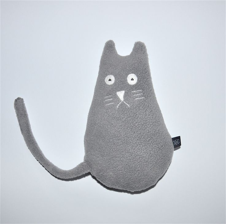 Szary kot siedzący #kidsdesign #szaryfika #handmade #blackandwhite #toy #mascot #cat