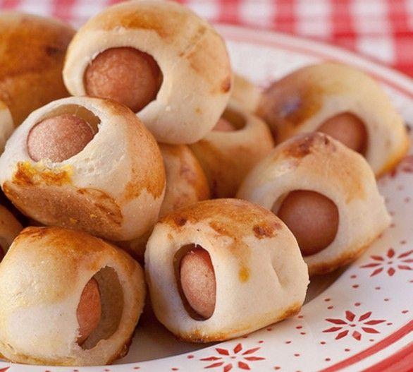 Una ricetta sfiziosa e adatta al buffet della festa di compleanno dei bambini: i paninetti con i wurstel. Scopri come prepararla su Bebeblog.