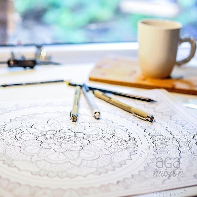 """Praca wre! Biorąc od uwagę Wasze prośby o uzupełnienie kolorowanek o pozostałe literki alfabetu (w zeszycie """"Litery"""" jest ich 10) zawiadamiam o rozpoczęciu prac nad zeszytem z pozostałymi literkami :) #kolorowanki #agakubish #rysunki #ilustracje #drawing #ink #graphic #illustration #pigmamicron #micron #artstudio #art #lines #blackandwhite #colorbooks #inprogress #mandala #letters #monogram #typographic"""
