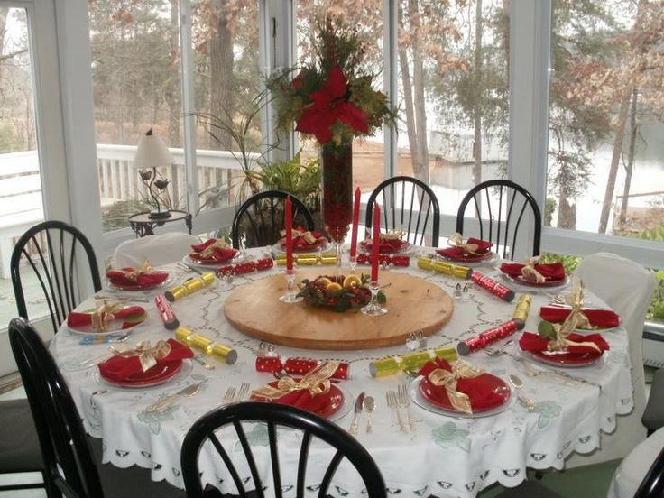 18 best christmas table decorations images on pinterest for Round dining table centerpiece ideas