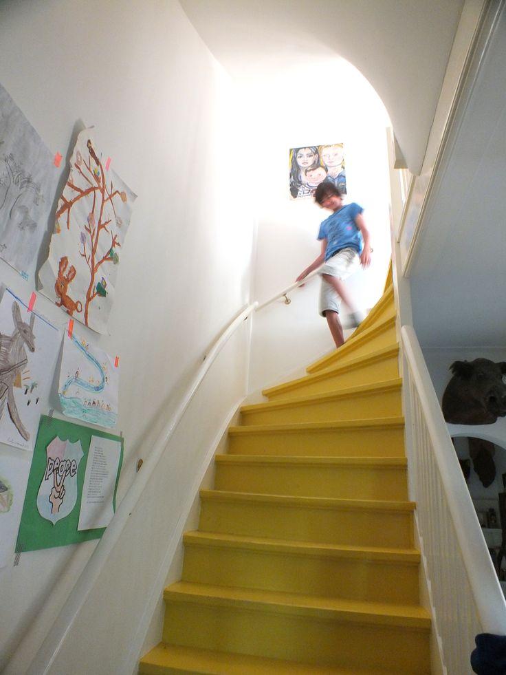 yellow stairs / SOYZ-blog, Felle trap ben ik voor.. Kleurtje uitzoeken.. Geel zou kunnen..