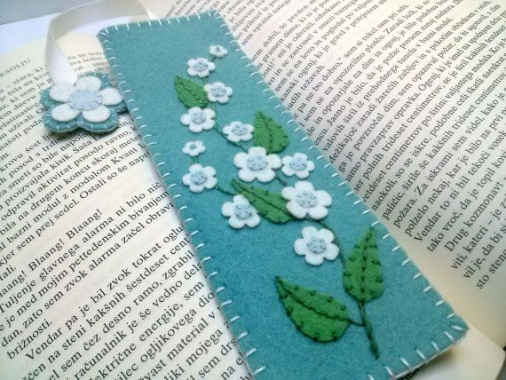 Felt flower bookmark, forget me not bookmark, gift for teacher, gift for mom, fabric floral reader book lover gift,  fabric bookmark